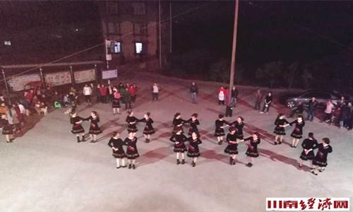 泸州:泸县海潮镇小白村文化生活丰富多彩
